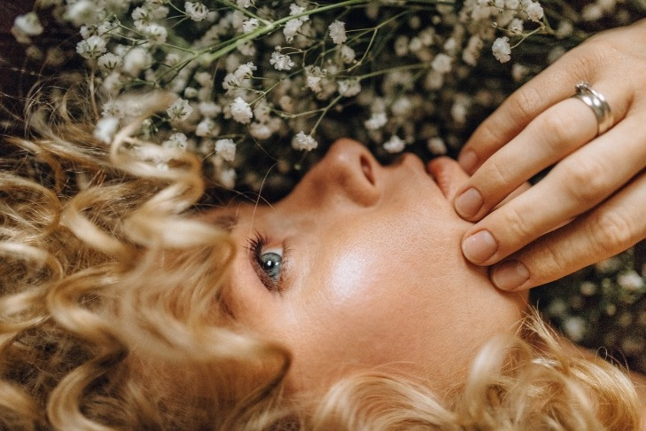 skin consultation | blonde woman with white flowers